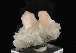 Picture of Stilbite on Calcite (India)